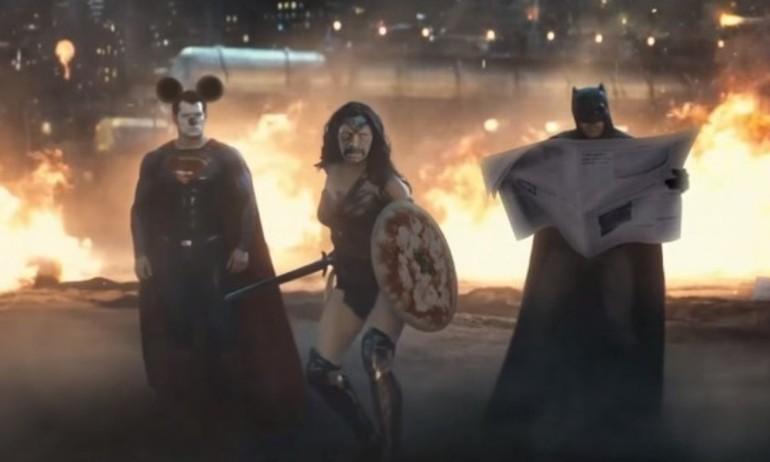 """Đau ruột với 5 clip chế """"Batman v Superman"""""""