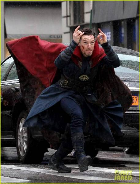 """Đau ruột với ảnh chế """"thánh diễn sâu"""" Doctor Strange"""