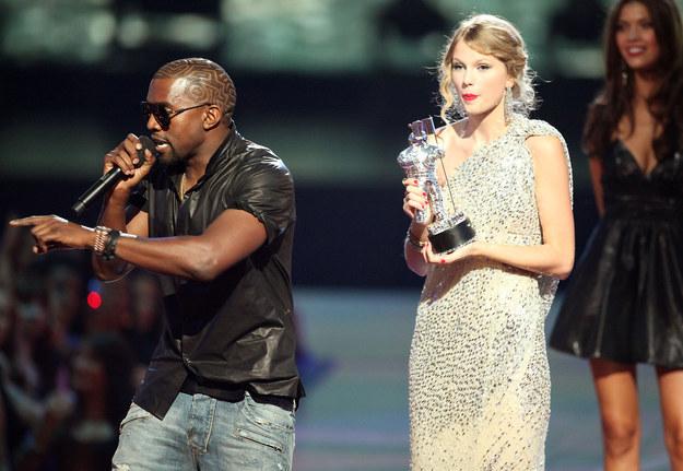 Kanye West – Đừng dại cướp mic của Taylor Swift!