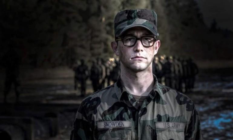 """Vén bức màn bí mật vụ bê bối tình báo CIA trong """"Snowden"""""""