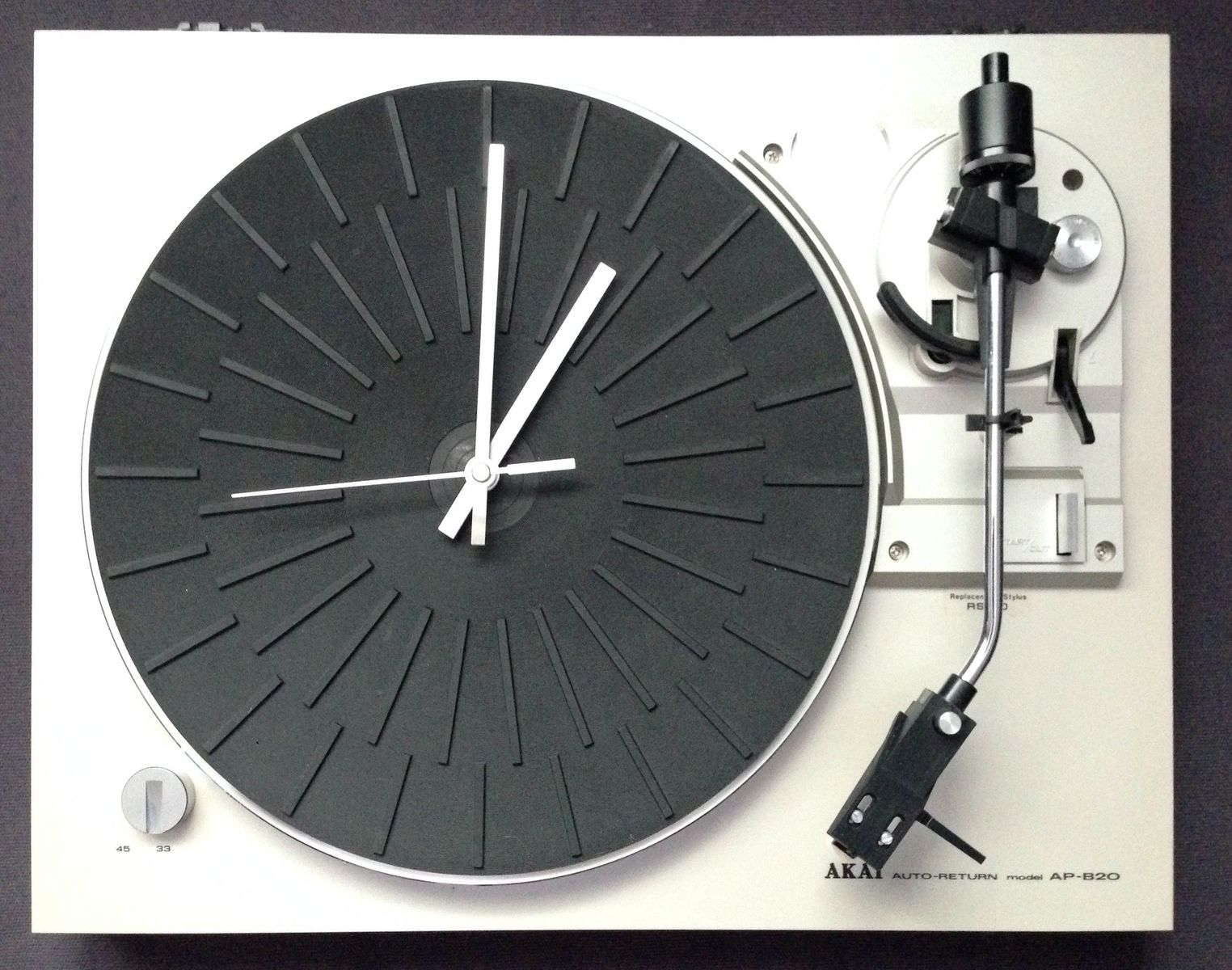 """Biến mâm đĩa than thành đồng hồ """"độc"""", tại sao không?"""