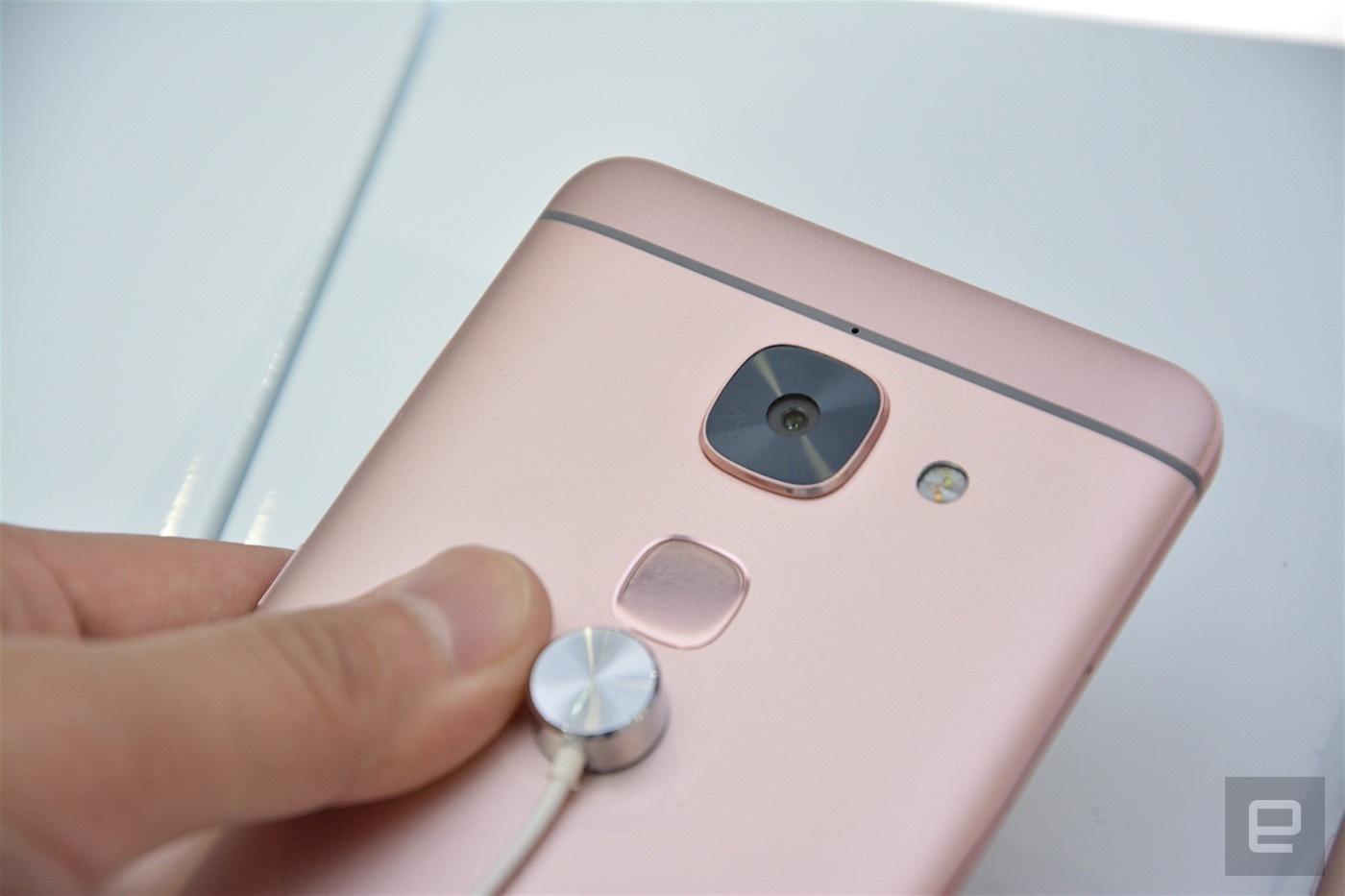 Đón đầu Apple, LeEco ra mắt 3 smartphone bỏ jack 3.5mm