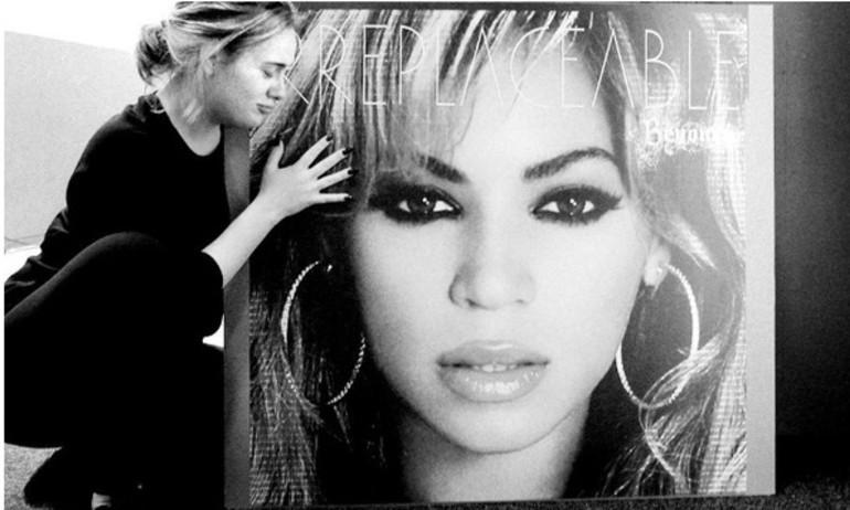 """Chết cười với biểu cảm """"fan cuồng"""" của Adele với Beyoncé"""