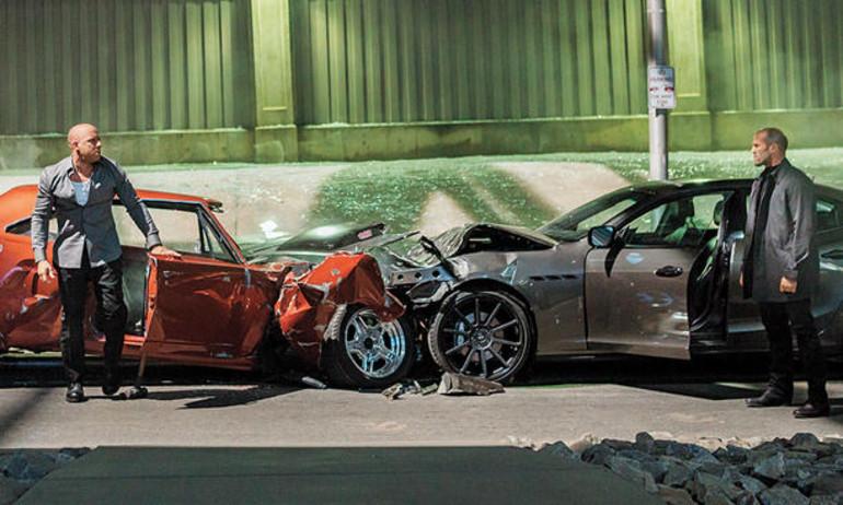 """""""Fast & Furious 8"""" náo loạn Cuba bằng màn rượt đuổi tốc độ"""