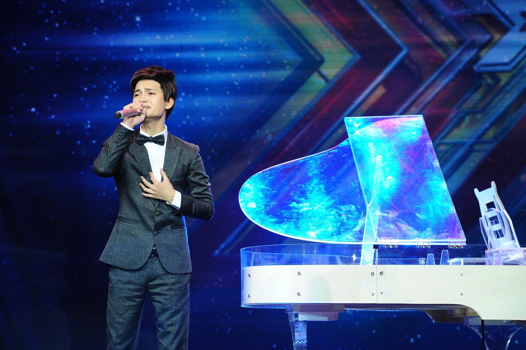 """Giám khảo X Factor lặng người nghe Tuấn Phương hát """"Mẹ tôi"""""""