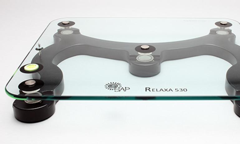 Relaxa 530: kệ máy chống rung bằng từ tính, giá trên 20 triệu đồng