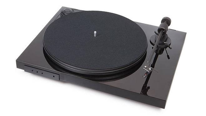 Pro-Ject giới thiệu mâm đĩa nhựa Juke Box E: tích hợp sẵn ampli