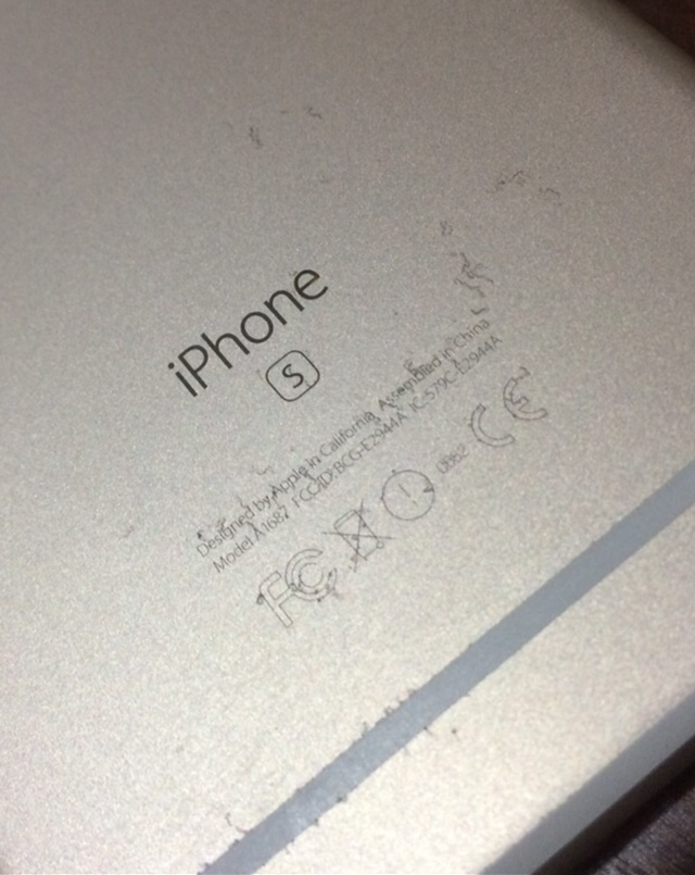 Người dùng phát hoảng vì iPhone 6S gia công vỏ quá kém