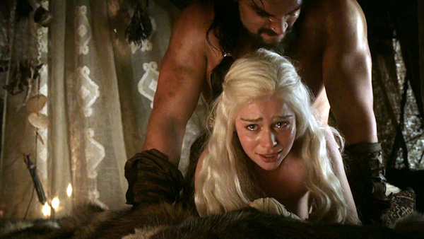 """Emilia Clarke – Say mới dám """"cởi"""" trong Game of Thrones"""