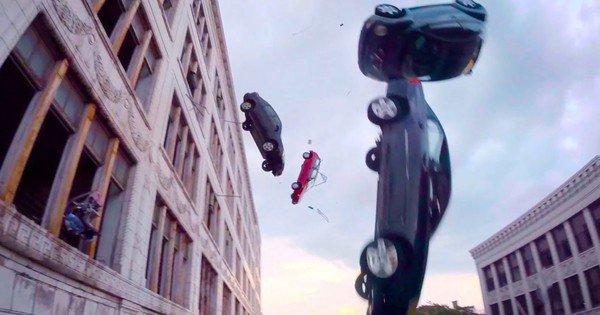 Hậu trường Fast 8: Há hốc mồm với loạt xe hơi được thả tự do