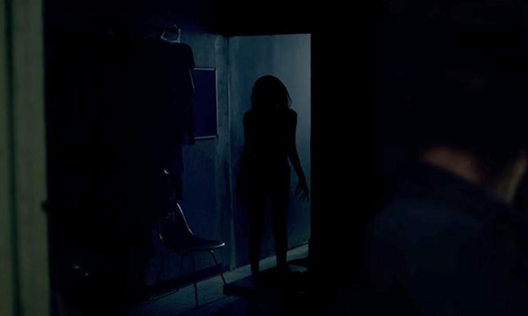 Sau The Conjuring 2, James Wan khiến fan rợn tóc gáy với Lights Out