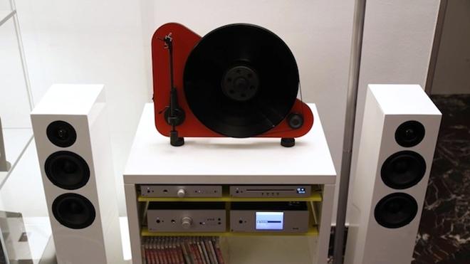 """Pro-ject chính thức ra mắt mâm đĩa nhựa """"treo tường"""" VT-E"""