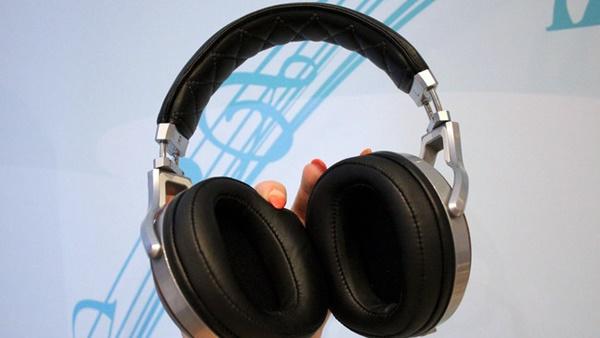 Lộ diện tai nghe Denon D7200: quay trở lại phong cách cổ điển?