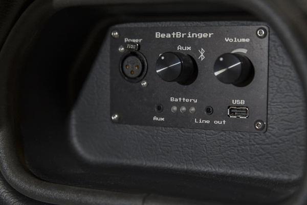 """BeatBringer boombox: Xách """"ba lô"""" lên và mở tiệc nào!"""