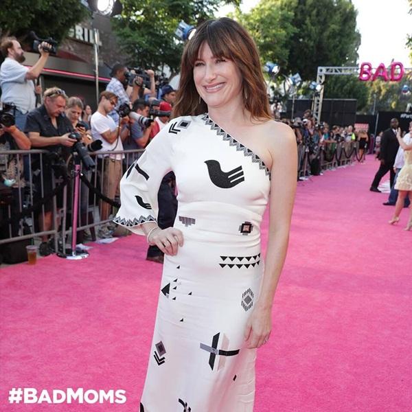 """Họp báo Bad Moms: Những bà mẹ """"Ngoan"""" lộng lẫy trên thảm đỏ LA"""