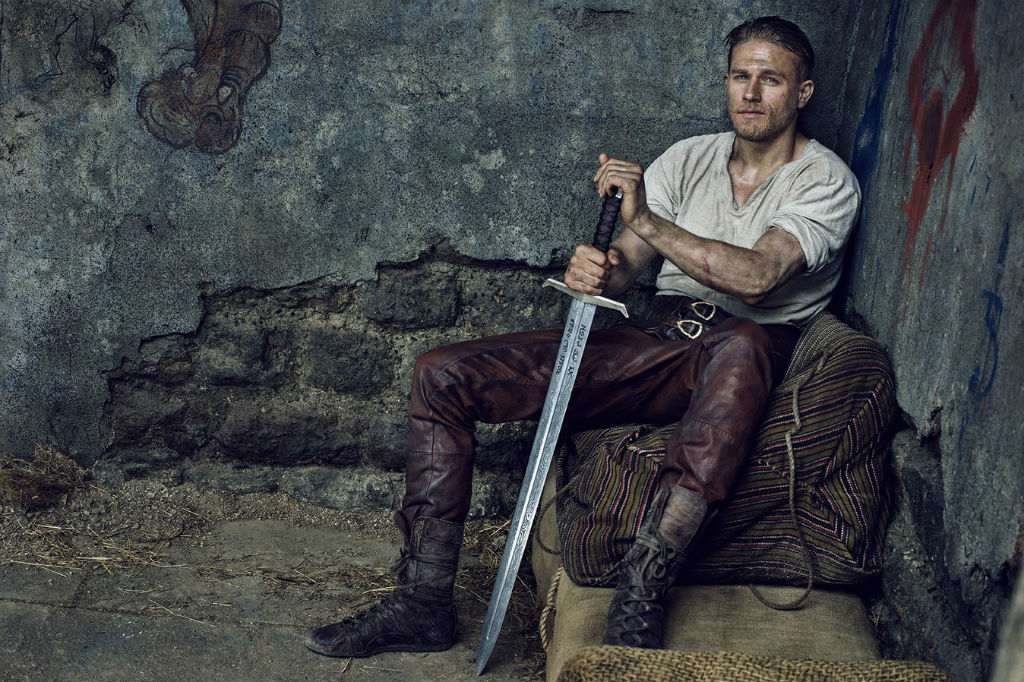 King Arthur: Legend of the Sword tung trailer ma mị và đầy cuốn hút