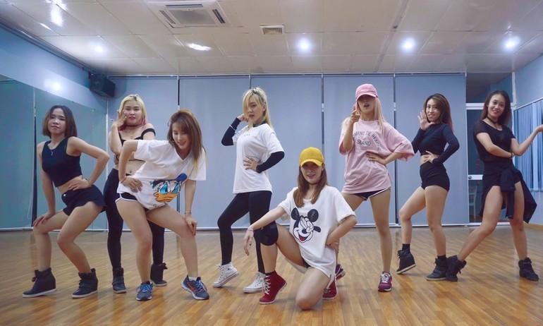 Ngỡ ngàng với Dance Practice điêu luyện của sao Vpop