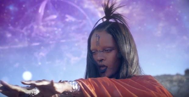 """Rihanna lông mày nhẵn nhụi trong soundtrack """"Star Trek Beyond"""""""