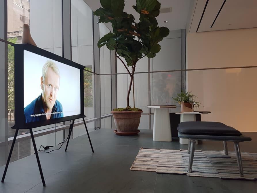 """TV """"nghệ thuật"""" 4K Samsung Serif công bố giá chính thức, rẻ bất ngờ!"""