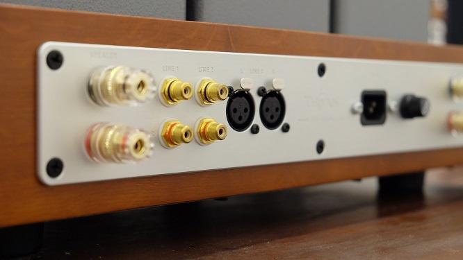 """Ampli đèn Thi Văn DL 50 Mark III: Thiết kế tốt, giá """"mềm"""""""