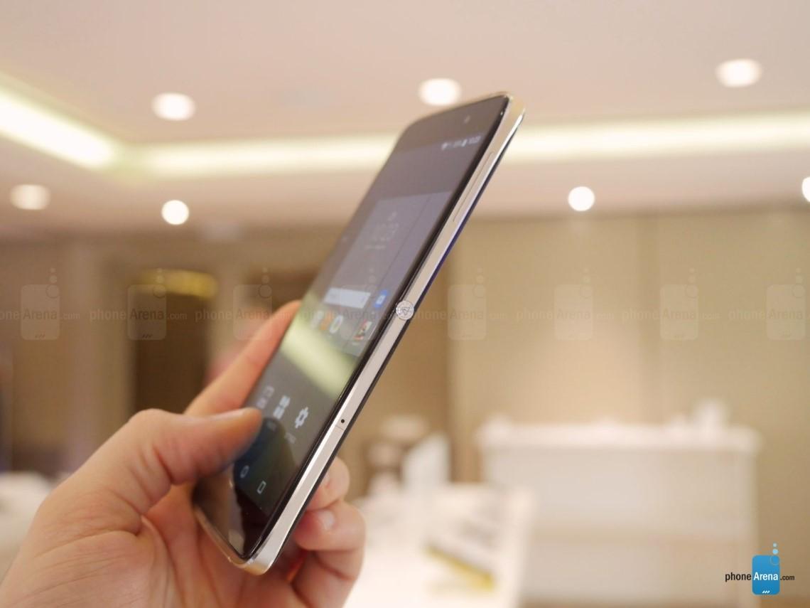 """Lộ hình ảnh đầu tiên về Blackberry NEON: """"Alcatel đổi vỏ""""?"""