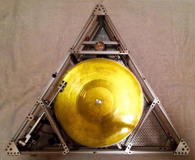 Jack White thiết kế mâm đĩa nhựa có thể chơi nhạc trên vũ trụ
