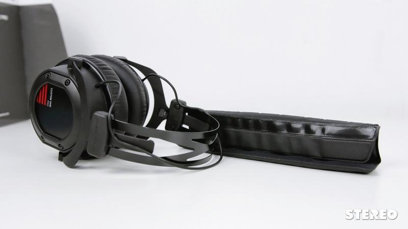 Trên tay tai nghe Beyerdynamic Custom One Pro: biến hóa khôn lường