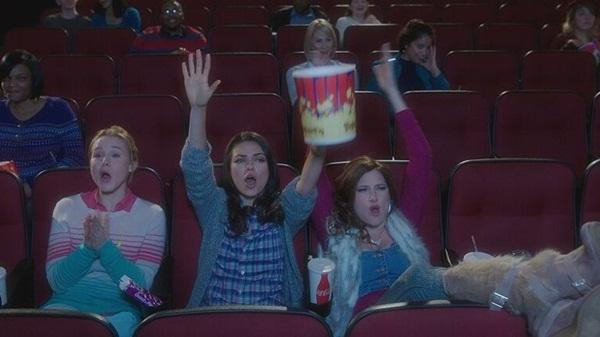 """Clip: Vì sao """"Amy"""" Mila Kunis nổi loạn trong Bad Moms?"""