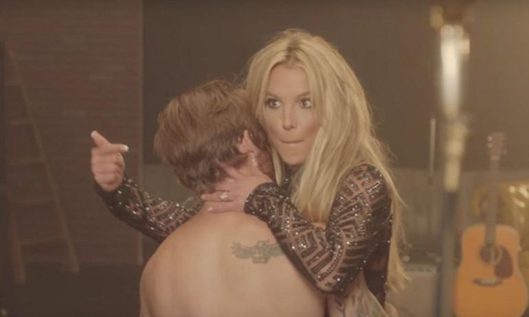 """Fan Britney chán ghét bản MV """"Make Me"""" nghiêm túc"""