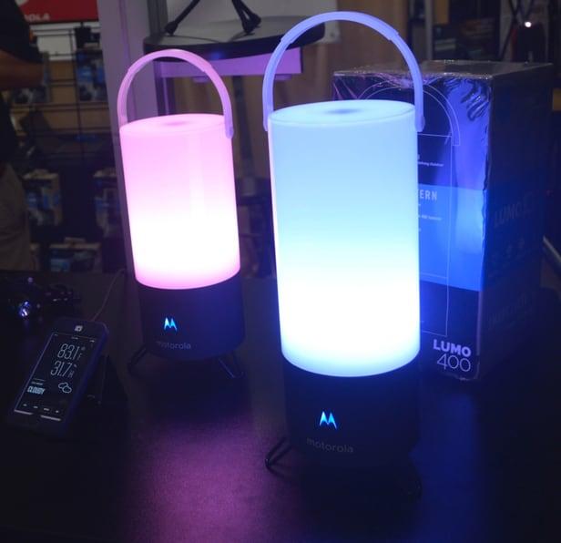 Không muỗi chỉ có nhạc với đèn cắm trại Lumo Hybrid của Motorola