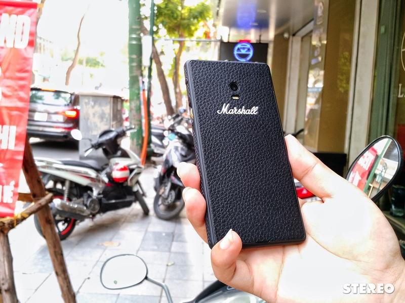 """Trên tay """"smartphone + máy nghe nhạc"""" Marshall London đầu tiên Việt Nam"""