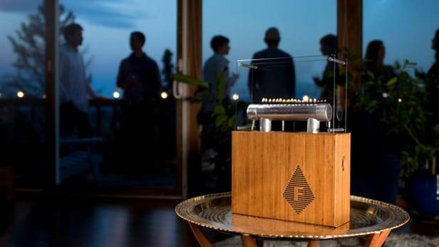 """Ngắm âm thanh """"nhảy nhót"""" trên lửa trong loa Fireside Audiobox"""