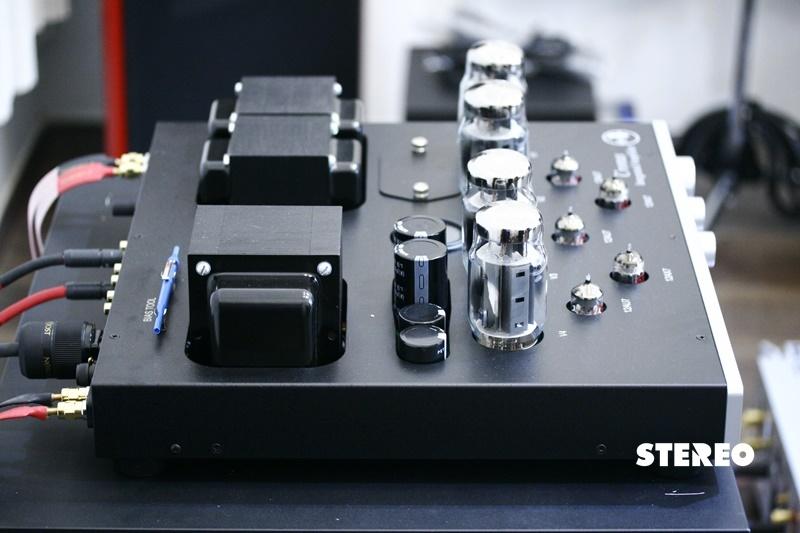 Ampli đèn Rogue Audio Cronus Magnum II: Mạnh mẽ hơn và đa sắc hơn phiên bản cũ