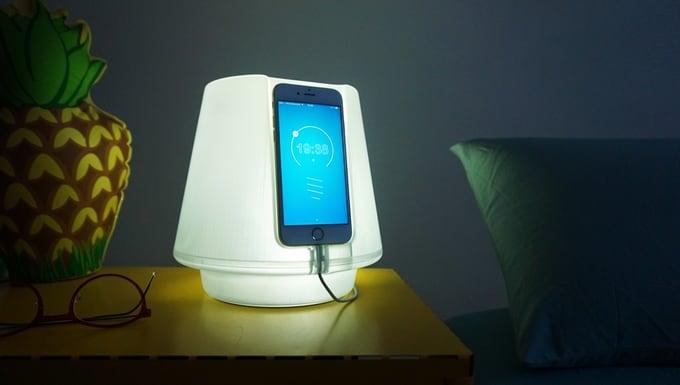 UpLamp: Đèn ngủ thắp sáng bằng smartphone