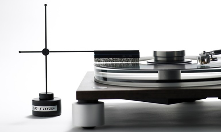 Furutech giới thiệu chổi khử tĩnh điện SK-Filter cho mâm đĩa nhựa