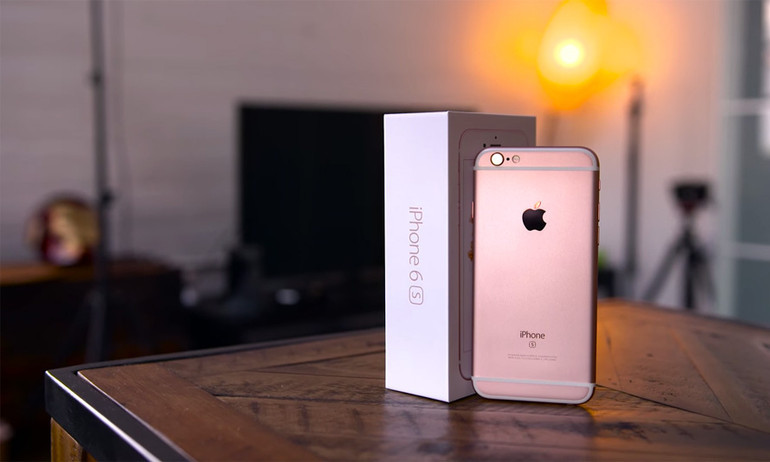 """Những điều điên rồ chỉ """"fan cuồng iPhone"""" mới dám làm"""