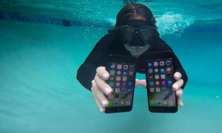 """""""Lặn"""" dưới 3 mét nước trong 2 giờ, iPhone 7 còn sống không?"""