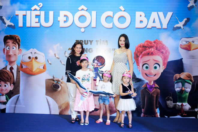 Sao Việt cùng gia đình tận hưởng dịch vụ vận chuyển cò bay Storks