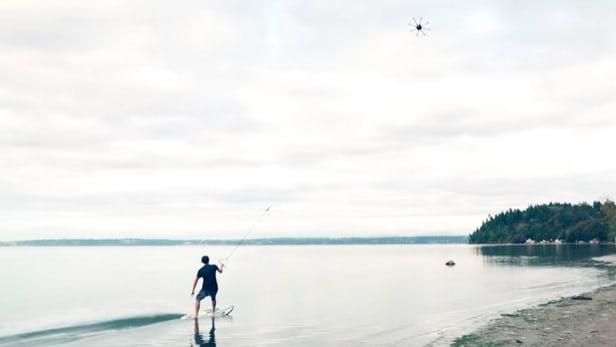 """""""Bay"""" trên mặt nước cực phê với drone lướt sóng Alta 8"""