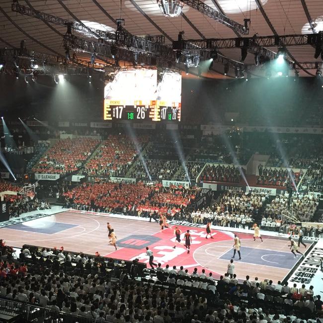 Choáng với sân bóng rổ điện tử của Nhật