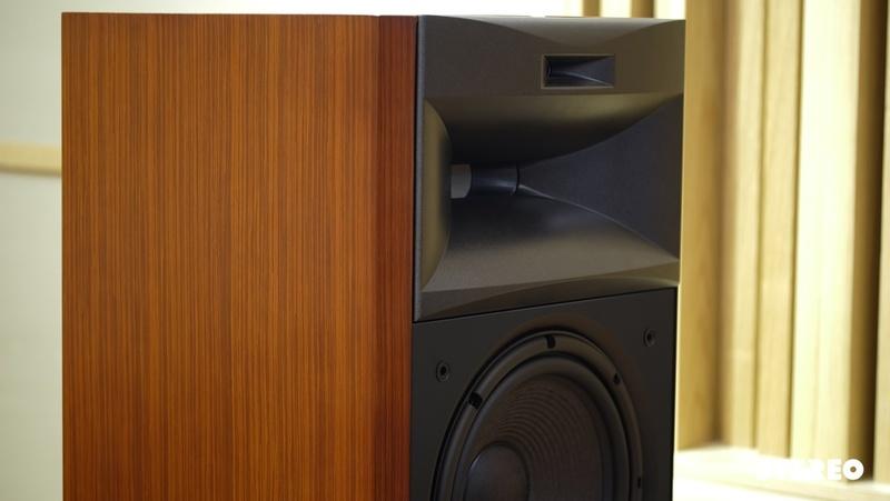 Luxman L-590AXII: Nhẹ nhàng thả hương cùng JBL K2S3900