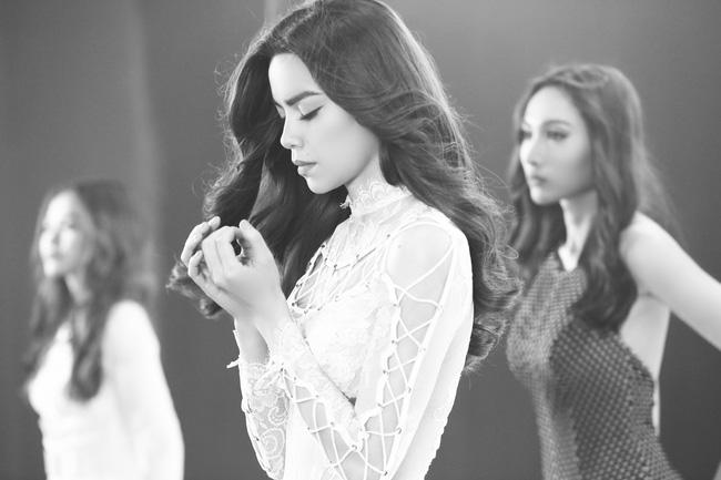 """Khám phá hậu trường """"Keep Me In Love"""" của team Hà Hồ cùng An Nguy"""