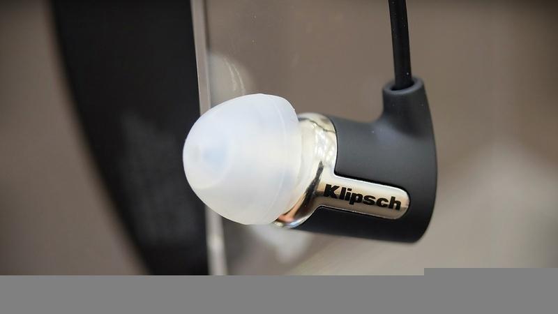 Mở hộp R6 Bluetooth – tai nghe không dây đầu tay của Klipsch
