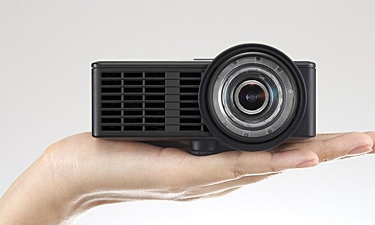 Ricoh ra mắt máy chiếu Ultra-short nhỏ gọn PJ-WXC1110
