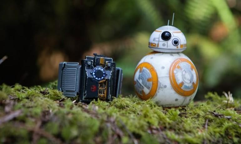 """Sử dụng """"thần lực"""" có thật điều khiển robot BB-8 trong Star Wars"""
