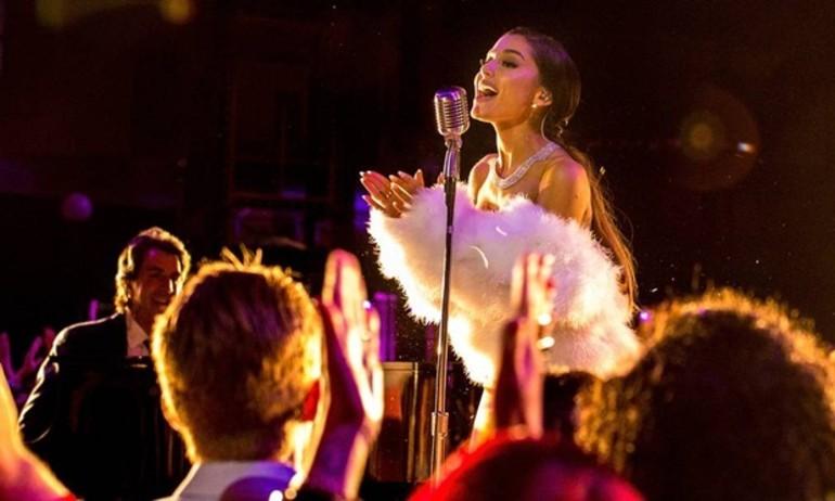 """Tiết lộ clip Ariana Grande phô diễn giọng ca trong """"Sing"""""""