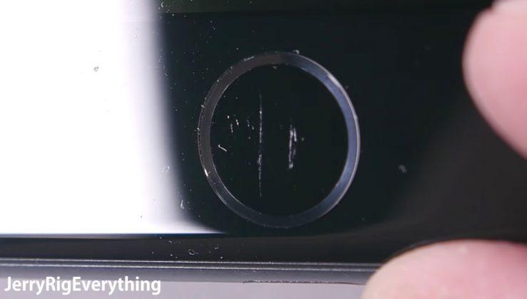 """""""Hành hạ"""" iPhone 7: Khó bẻ cong nhưng rất dễ xước!"""