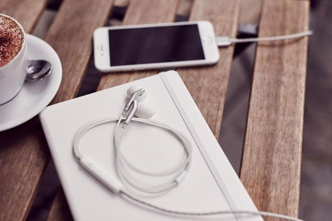 Libratone ra mắt tai nghe Q Adapt đầu tiên: dùng giắc Lightning và chống ồn