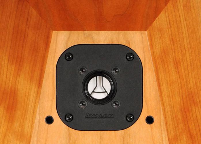 Avalon Ascendant: loa Hi-end tầm trung của Avalon Acoustic
