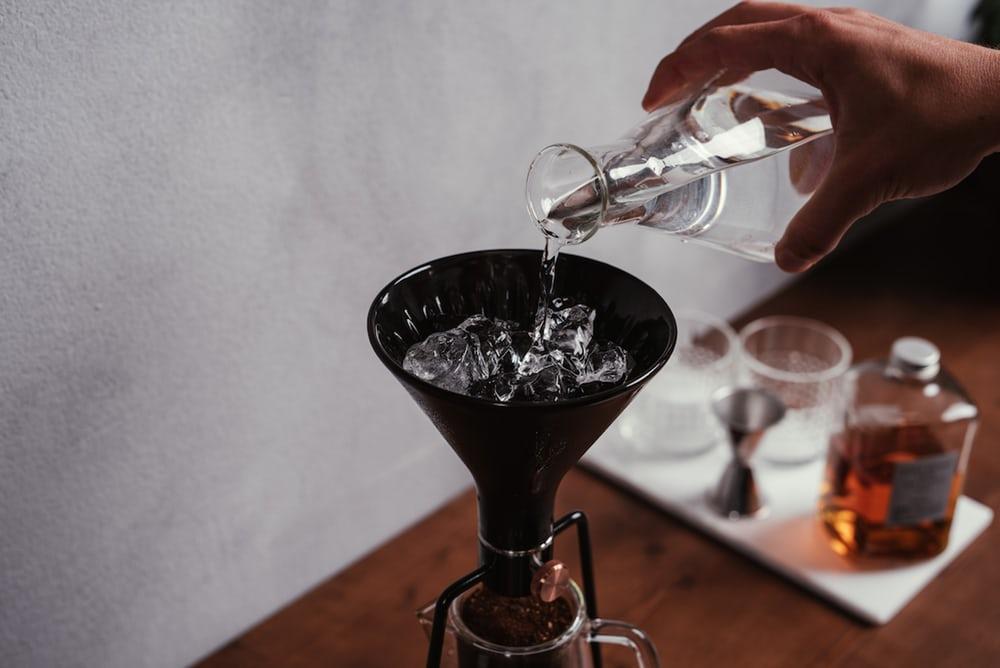 Tự chế cốc cà phê ngon đúng vị nhờ máy ủ thông minh Gina